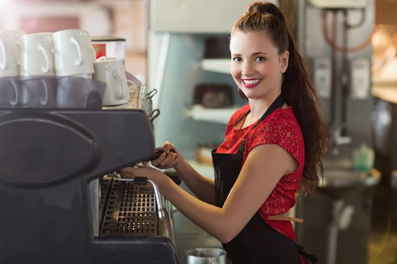 העסקת נוער בבתי קפה